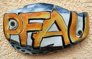 """Keramik am Eingangsbereich der Ferienwohnung """"Zum alten Pfau"""" im Ostseebad Göhren auf der Insel Rügen - Ihre private Unterkunft an der Ostseeküste"""