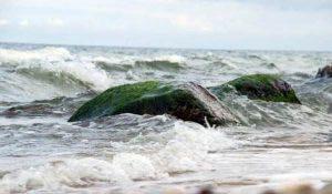 Wellen am Nordstrand im Ostseebad Göhren auf der Insel Rügen - Erholsames Klima der Ostsee