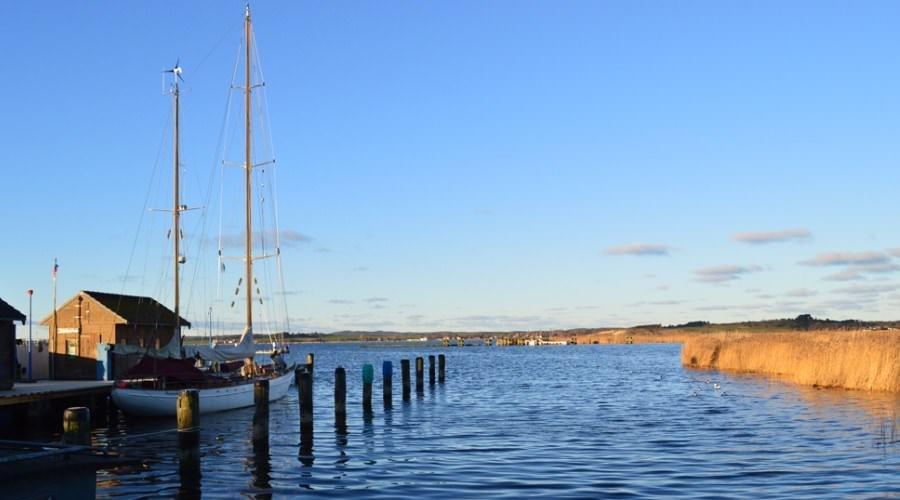 Traditionelle Fischerboote im Hafen von Gager auf Mönchgut – Hier gibt es noch fangfrischen Fisch