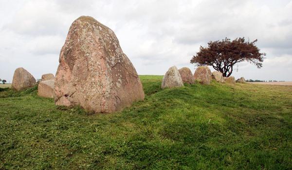 Jahrhunderte alte Steingräber bei Nobbin in der Granitz auf Rügen
