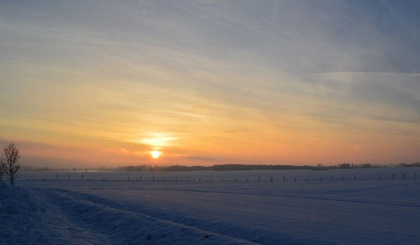 Winterliche Eislandschaft auf der Insel Rügen – Urlaub an der Ostseeküste