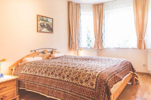 schlafzimmer-ferienwohnung-goehren-ruegen-fewo-zum-alten-pfau